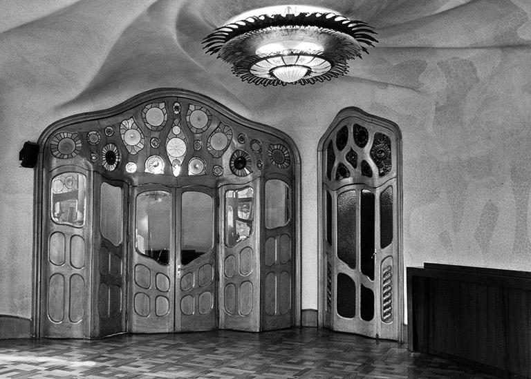 Antoni_gaudi_interior_detail